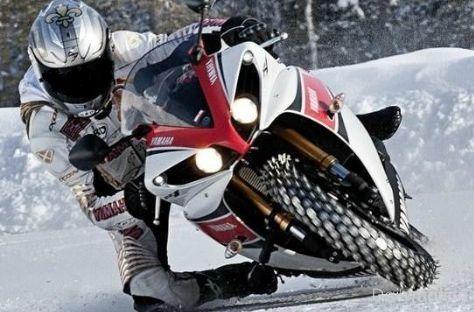Yamaha R1 Snow Absolutely Beautiful