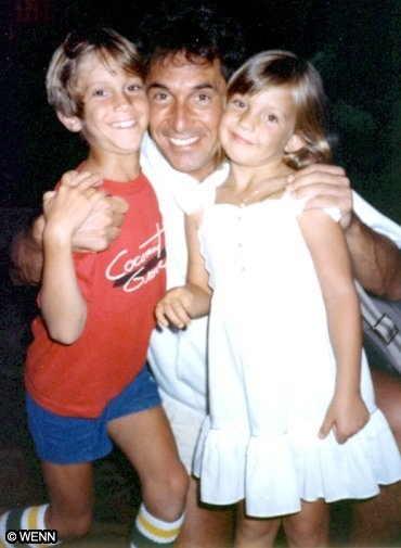 Oliver Hudson  Bill Hudson (Dad)  Kate Hudson - before Oliver & Kate were even icons, yet.