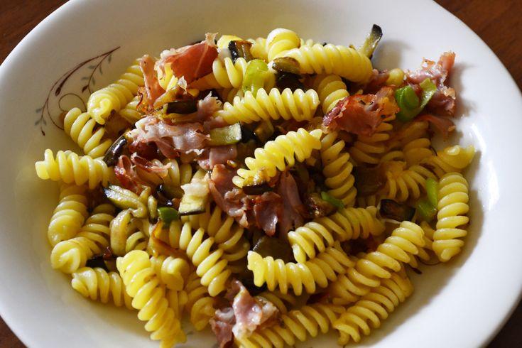 #pasta Fusilli melanzane e speck- #easy http://blog.giallozafferano.it/tasteit/fusilli-melanzane-e-speck/
