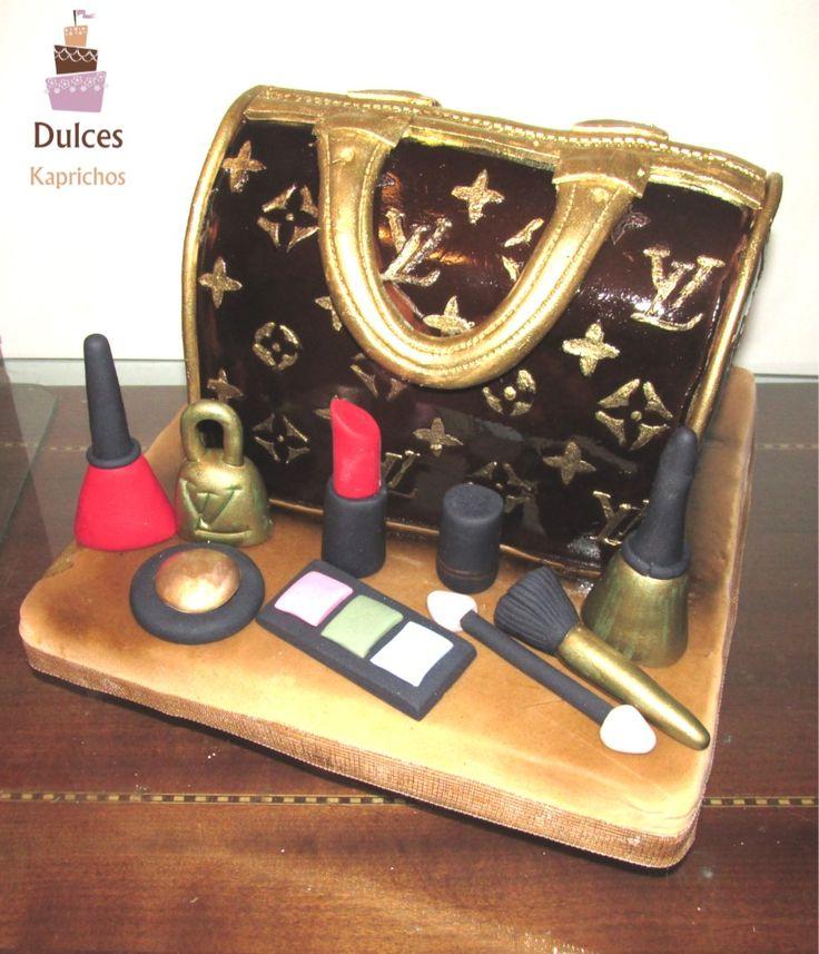 Torta Cartera Louis Vuitton #TortaLouisVuitton #TortasArtisticas  #TortasDecoradas #DulcesKaprichos
