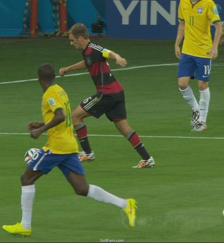 World Cup 2014 semi-final: Germany demolished Brazil 7 - 1!! Part II.  19 PHOTOS  ... Miroslav Klose scored a record-setting 16th career World Cup goal   http://softfern.com/NewsDtls.aspx?id=898catgry=6