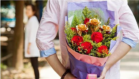 Celebrate your love story with an exotic bunch of Roses this Rose Month.#rosemonth #june #lovestory GiftJaipur   https://www.giftjaipur.com