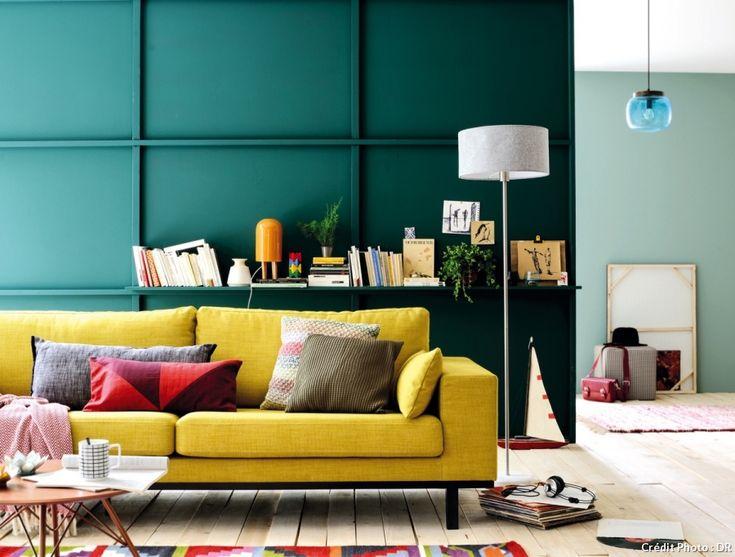 Pièce maîtresse du salon, le canapé signe l'ambiance et le style de votre pièce à vivre. En version king size ou xxs pour s'inviter même dans les micro-espaces, rétro, minimaliste ou doté de lignes enveloppantes pour une atmosphère cosy à souhait.