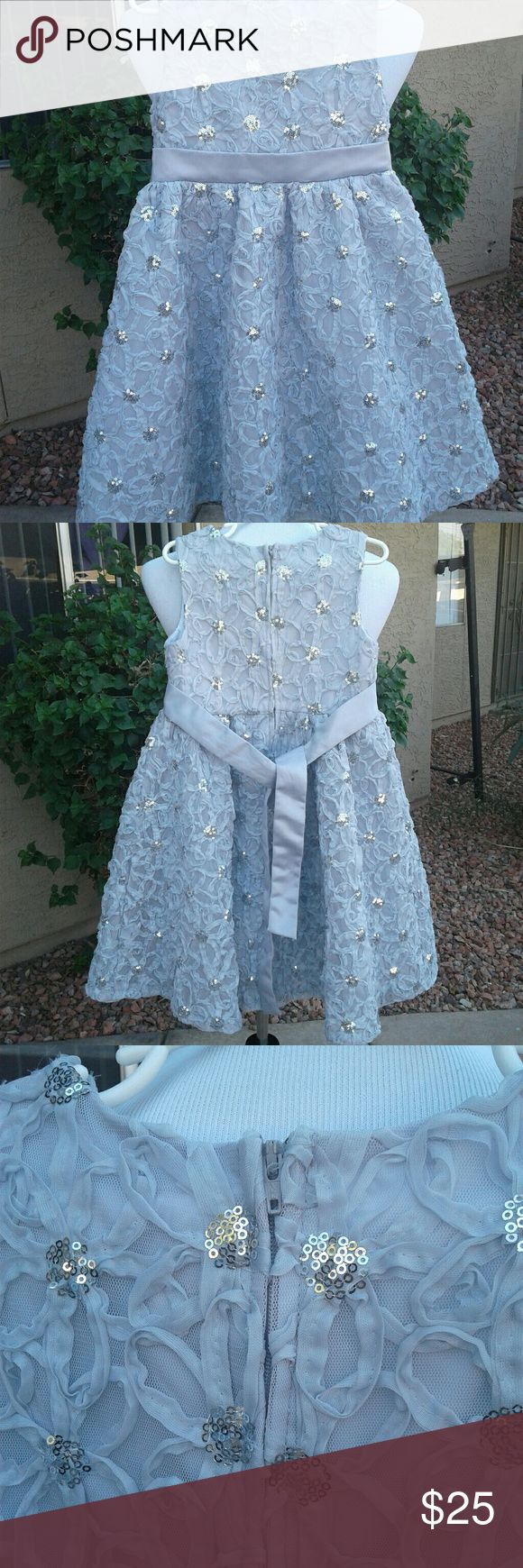 SILVER GRAY FLOWER GIRL DRESS SIZE 6X NWOT CUTE FLOWER GIRL DRESS THAT SPARKLES AND SHINES WAS WORN FOR 2 HOURS TOPS CAN BE WORN FOR HOLIDAYS CHURCH Rare Editions Dresses Formal