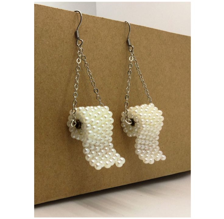 Carta igienica perline orecchini acciaio per orecchie sensibili divertenti orecchini di CandyBottle su Etsy https://www.etsy.com/it/listing/489281232/carta-igienica-perline-orecchini-acciaio