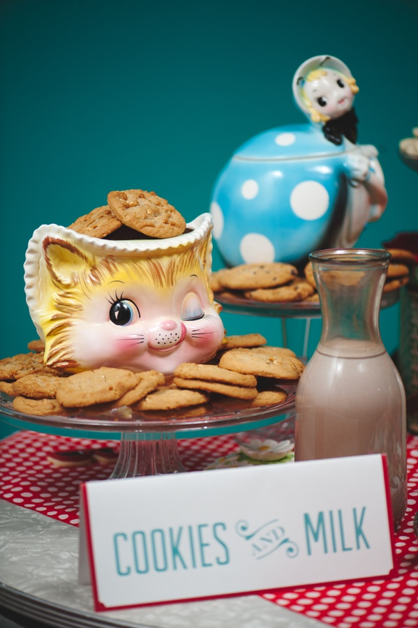 @Cindy Cairns- this one is for you!  NinePhotography44Wedding Inspiration, Kitsch Decor, Adorable Cookies, Milk Display, Vintage Cookies Jars, Kitsch Retro, Cookies Cutts, Desserts Tables, 50S Kitsch Wedding