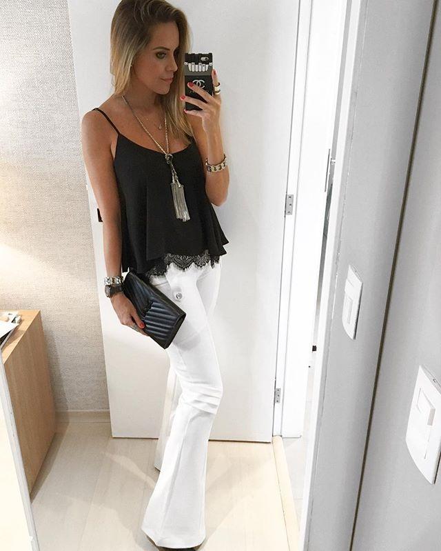 E pra finalizar a noite...Look maraaa da @lojamocabonitta 😍😍😍 Pensa em uma calça branca que não marca nada!!👌🏼👌🏼 E a blusinha é daquelas que tem que ter!!!✔️✔️ O colar também é de lá!!!🤗❤️😍 #danicardoso®