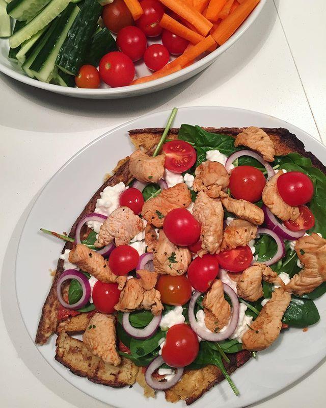Nogen gange lykkedes madlavningen bare ikke  Det skulle have været blomkålspizza, men bunden failede  Men lækkert blev det dog alligevel  #aftensmad #fitfamdk #pizza #fit #sundlivsstil #sundevaner #sund2016 #sund16 #vægttab #gettingfit #fitfam #fitliving #madglad #farveldeller #dullermedmuller #bæredygtigsundhed #sundhed #fitfood #fitdk #skyr #aktivlivsstil #sundhverdag #sundjanuarmedMK #healthyfood #sundmad #muskelmad #fitinspiration #weekend