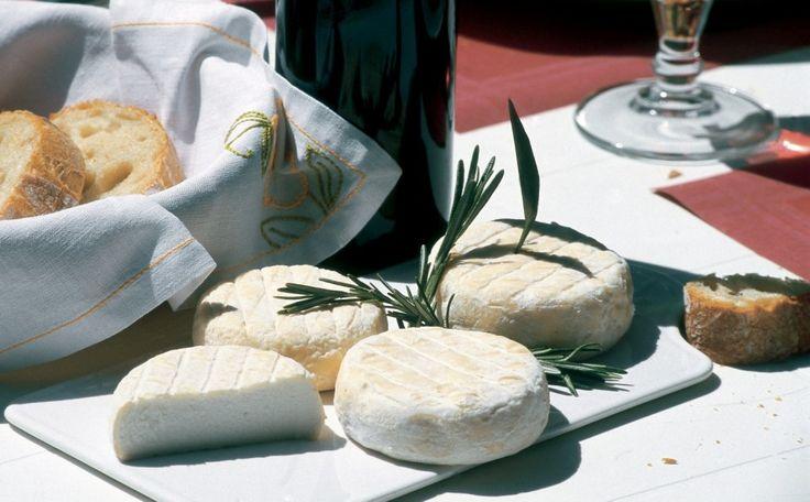 Tarte au Picodon et aux épinards INGRÉDIENTS Pour la pâte : • 250 g de farine • 50 g de beurre • 1 pincée de sel • 3 cuillères à soupe d'huile d'olive • 3 cuillères à soupe d'eau. Pour la garniture : • 1 kg de feuilles d'épinards • 4 Picodons assez jeunes • 3 jaunes d'œufs • 150g de …