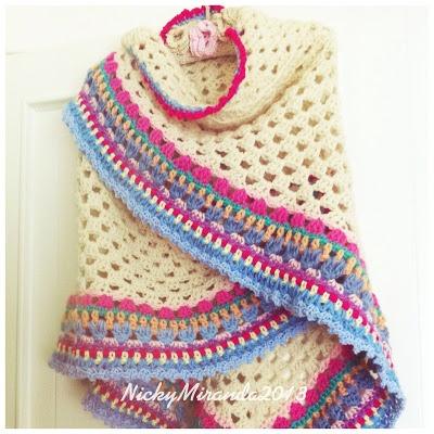 2012 work in progress: Scialle di lana con bordo multicolor.