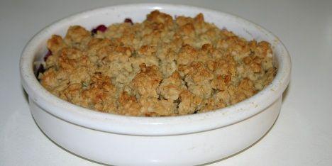 Ultra nem blåbærtærte med en forrygende sprød smuldredej på toppen.