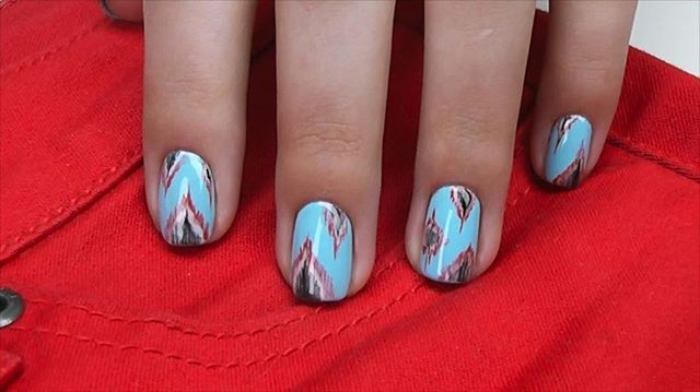 Ikat nail tutorial. Watch full length video on Youtube - direct link is in my profile 📲 I decided to recreate Ikat print in nail design. It turned out to be very easy and fast. It took me 15 minutes to do design on 5 nails. All you need is 3-4 contrast colors, brush with a thin hair and that's it! Try this simple design and you'll see how easy and fun it is. ______________________ 🇷🇺🇷🇺 Дизайн ногтей Икат. Полную версию видео смотрите на 🚩Youtube.com/theNailCouture Принт Икат оказался…