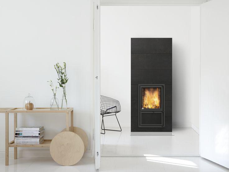 Vaala heat-retaining fireplace. Full-sized horizontal tiles. For more info: www.tulikivi.fi