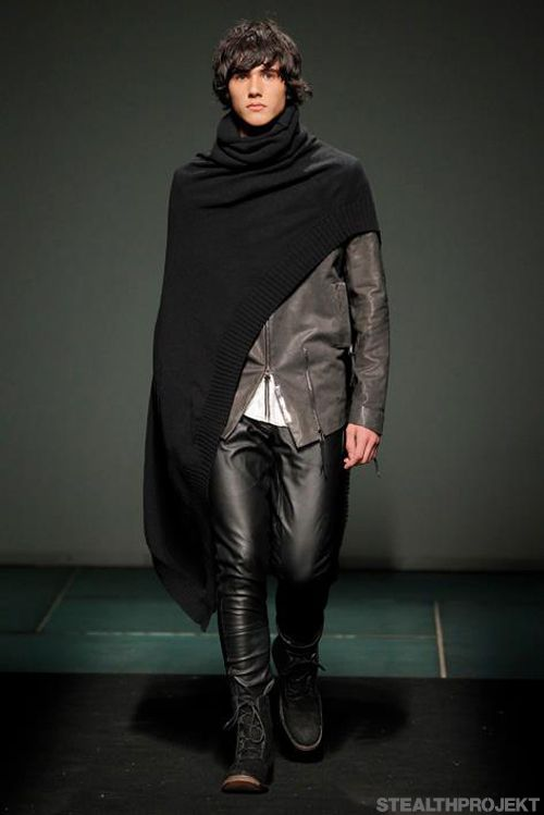 A new cross AW13.....I like this I'd like to see the cape with another outfit though.