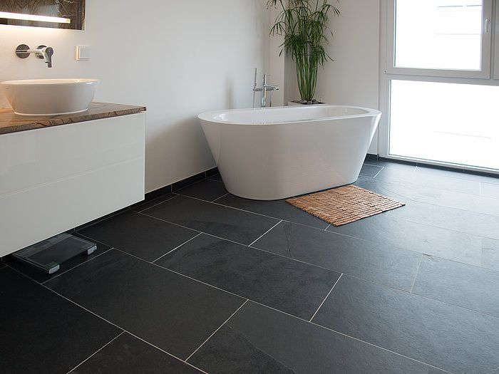 Das rechteckige Format 40x80cm unterstützt den modernen Charme der Schieferfliesen Black Slate. – stonenaturelle