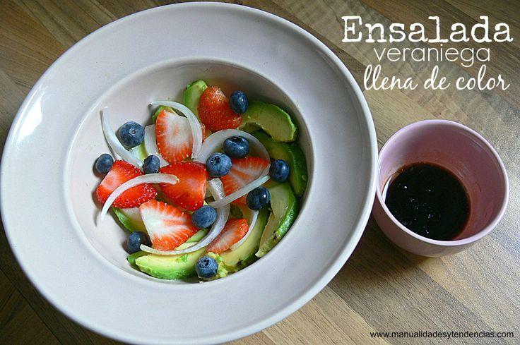 #Ensalada de frutos rojos y aguacate / Avocado and berries #salad www.manualidadesytendencias.com