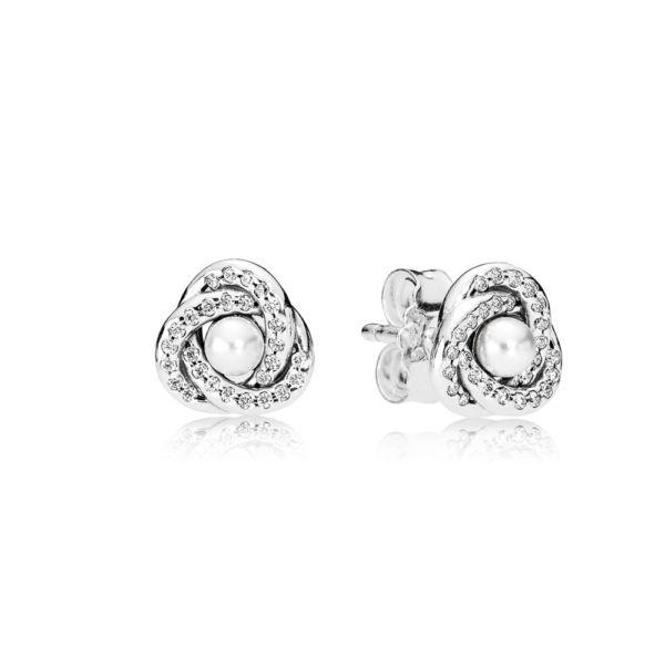Srebrne kolczyki, biały perłowy kryształ, cyrkonia szescienna PANDORA, Kolor: Biel, Materiał: Bez innych materiałów, Metal: Srebro 0,925, Kamień: Różne kamienie, Cyrkonia sześcienna, Prostym sposobem na odświeżenie codziennego stroju, są proste elementy perłowe. Te kolczyki ze srebra wysokiej próby z błyszczącymi wstążkami i białymi perłowymi kryształami dodadzą stylizacji uroczego blasku, 100.98 zł, 59% zniżka. Kup teraz: https://goo.gl/DQ2vz4