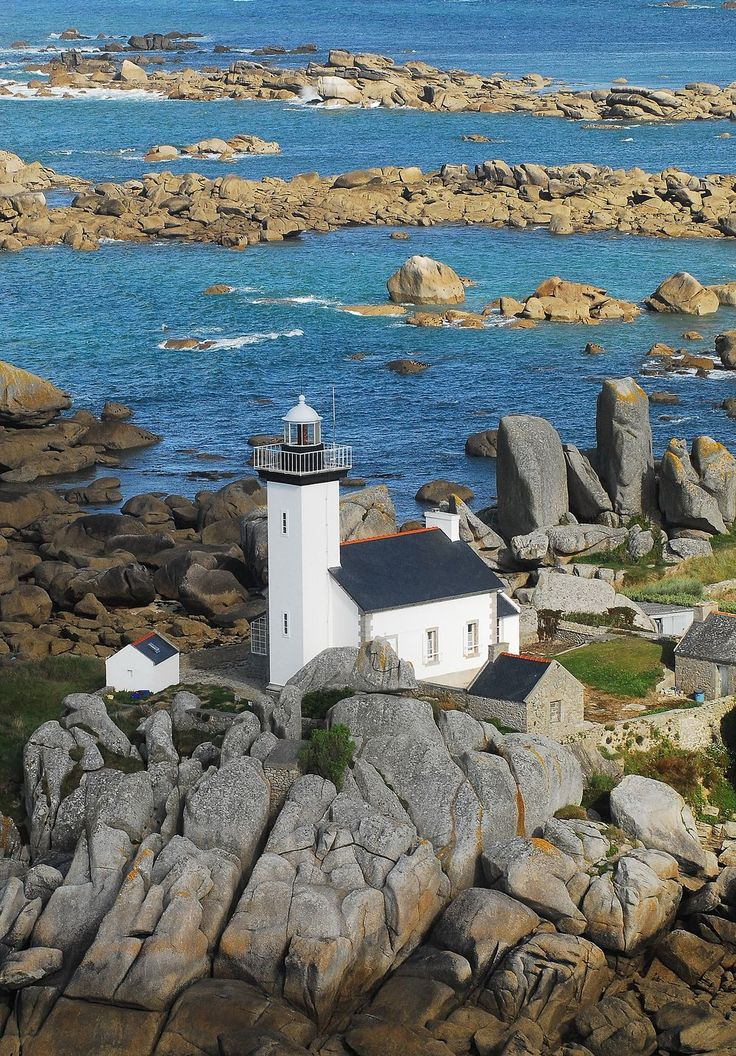 #Lighthouse - Pontusval (Brignogan-Plages) #France; This fourth order of fire is established in the municipality of Brignogan (district of Brest), at the end of the rocky point of Beg-Pol Pontusval on the coast, at a place called Park Neiz Vran (the crow's nest of the field , in the Breton language). Its construction was finally granted because of the many marine accidents, at least ten, occurred in the area between 1856 -1865. http://www.roanokemyhomesweethome.com