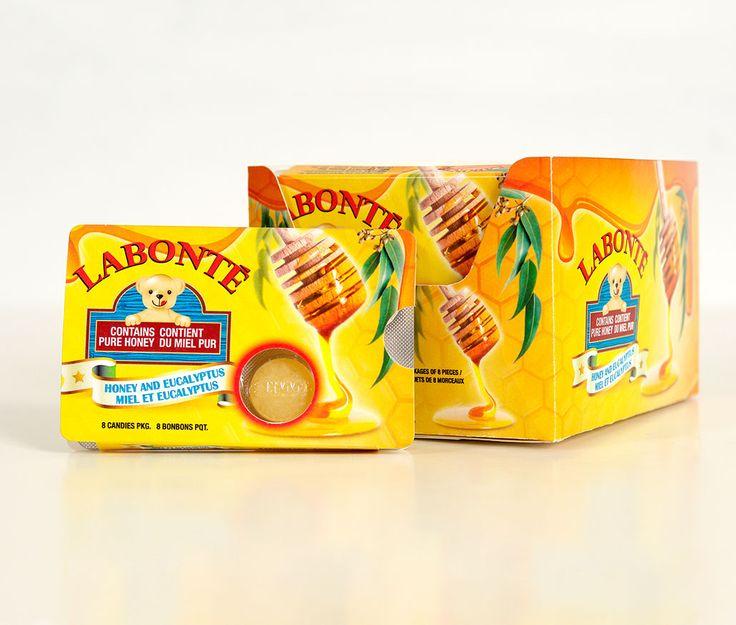 Miel Labonté : Conception graphique d'un emballage pour le nouveau produit de Miel Labonté; des pastilles contenant du miel pur. Ces produits sont destinés à la vente au détail et plus précisément aux comptoirs caisses. Étant reconnu pour ses produits de miel liquide en bouteille en forme d'ourson, MSCom a exploité cette reconnaissance dans son créatif. Avec son arôme à l'eucalyptus, l'entreprise de Victoriaville attribue un effet apaisant à son produit qui est mis de l'avant sur le créatif.