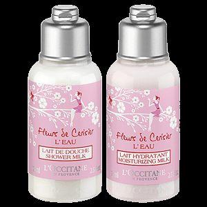Parfümieren Sie Ihren Körper mit diesem Duo aus Duschmilch und Körpermilch, das Ihrer Haut zarte und blumig-fruchtige Noten verleiht.Praktisch für un