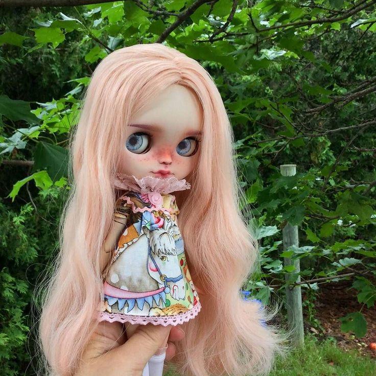 Ally's baby blues  #eenieq #blythe #blythestagram #doll #dollfashion #dollphotography #dollstagram #toyphotography #blythedress #ootd #sewingsfordolls #artdoll #sewing #sewinglove #sewingaddict #customblythe #unniedolls #circus #carousel #pink #handmade #instadoll #kawaii #dollcollector #blythedoll #customblythe #creativelife #instamood #lovethelittlethings