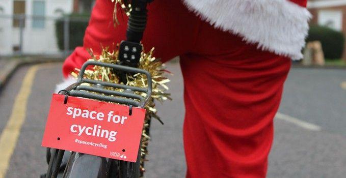 Des photos et vidéos de pères Noël sur des vélos | Vélo ville & vélo urbain sur Le Vélo Urbain.com