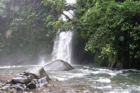 Air Terjun Lematang memiliki tinggi 40 meter yang menjadi objek wisata andalan Kecamatan Dempo Utara, Kota Pagar Alam, Palembang.