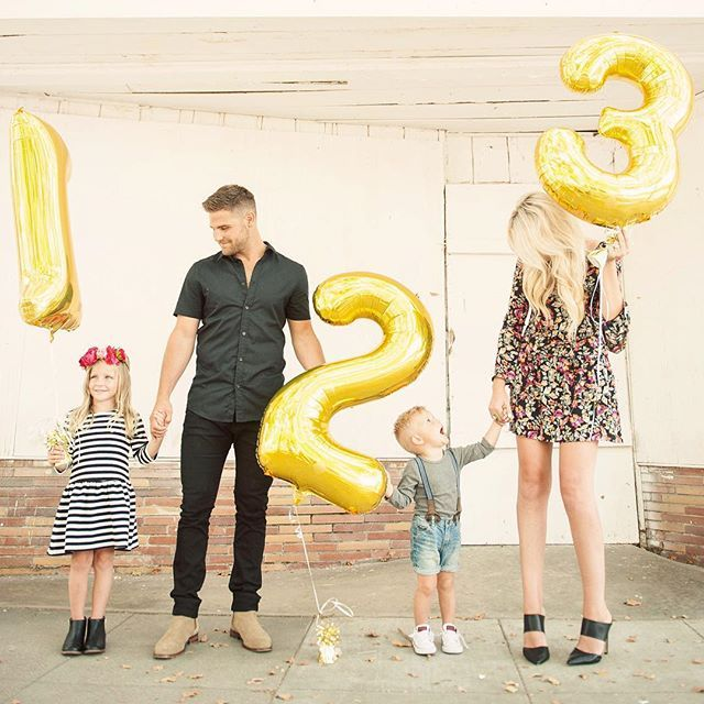 Baby family preggo pregnant announcement reveal picture idea - family of five