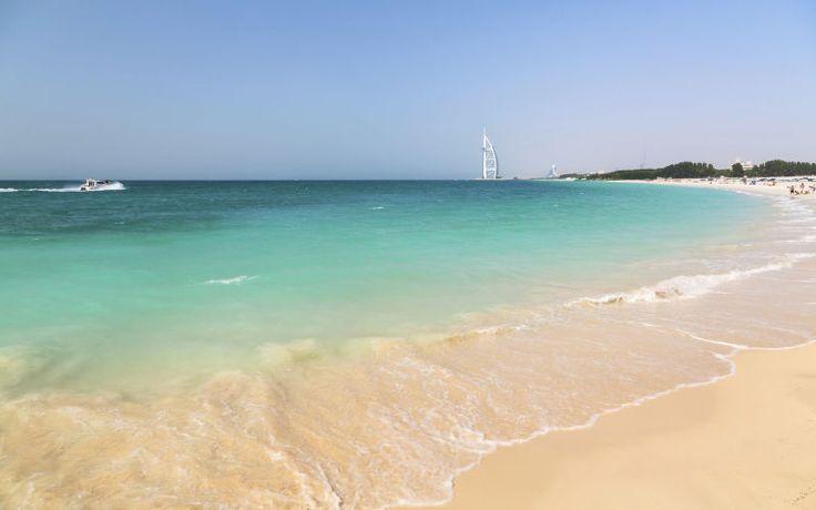 Blot en af de smukke strande, som du kan slappe af ved i Dubai. www.apollorejser.dk/rejser/asien/de-forenede-arabiske-emirater/dubai