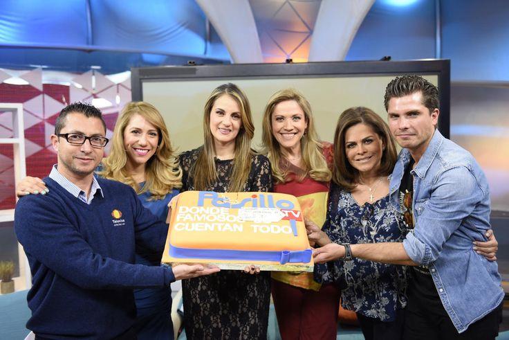 La producción de Pasillo TV junto con las conductoras, Flor Rubio, Erika González, Laura Luz y Viviana Martínez, celebraron exitosos 300 programas al aire de la transmisión