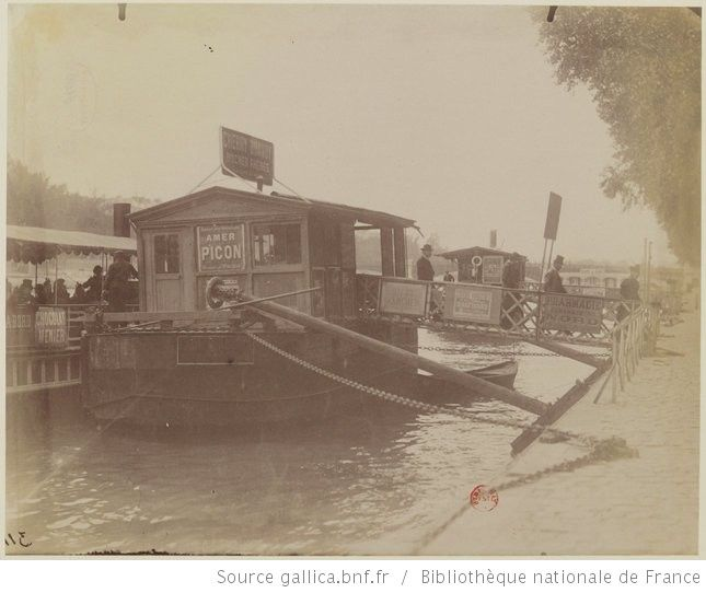 Quai de Paris, vers Chaillot, pontons pour bateau-mouche, 1898-1900