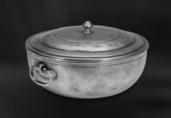 Pewter Tureen - Diameter: 25,5 cm (10″) - Food Safe Product - #pewter #tureen #peltro #zuppiera #zinn #suppenschüssel #étain #etain #soupière #peltre #tinn #олово #оловянный #tableware #dinnerware #drinkware #table #accessories #decor #design #bottega #peltro #GT #italian #handmade #made #italy #artisans #craftsmanship #craftsman #primitive #vintage #antique