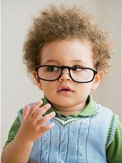 Estudios aseguran que uno de cada cuatro niños tiene un problema de visión no detectado que puede interferir con su aprendizaje. Consulta a tu oftalmólogo.