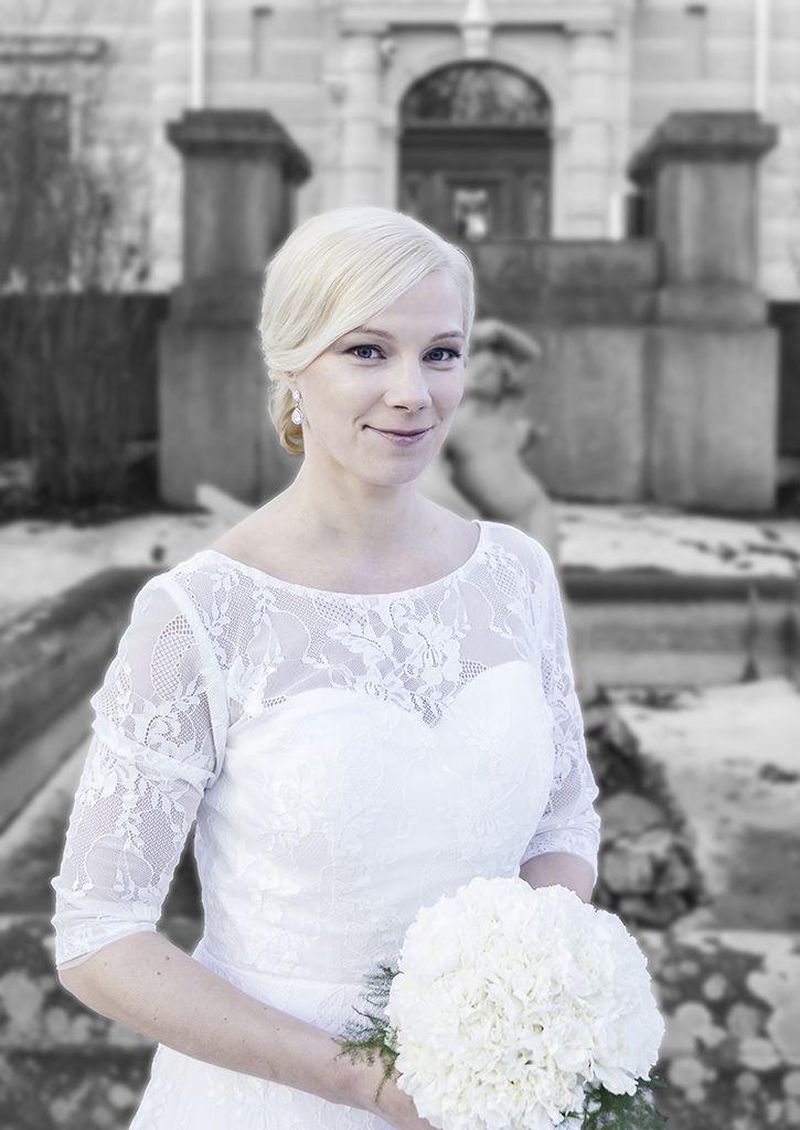 Outdoor wedding picture