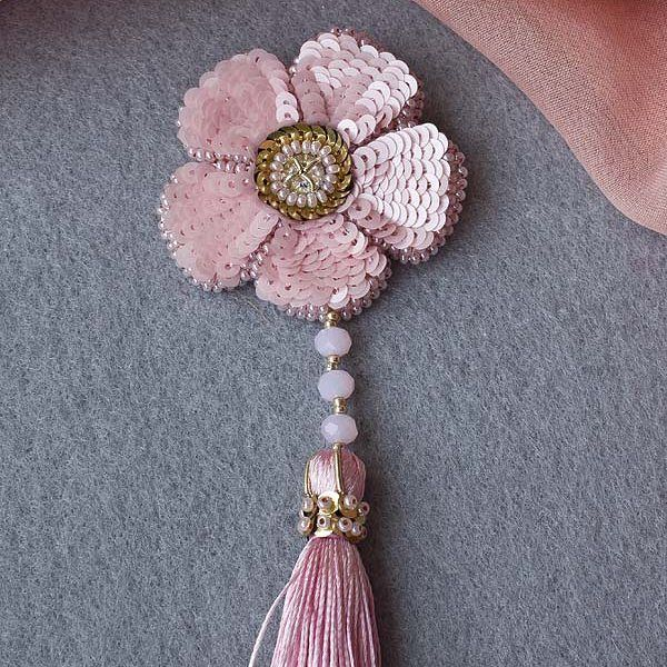 #brosche #beads #handmade #handmadebrooch #брошьручнойвышивки #брошьручнойработы #брошь #подарок #пайетки