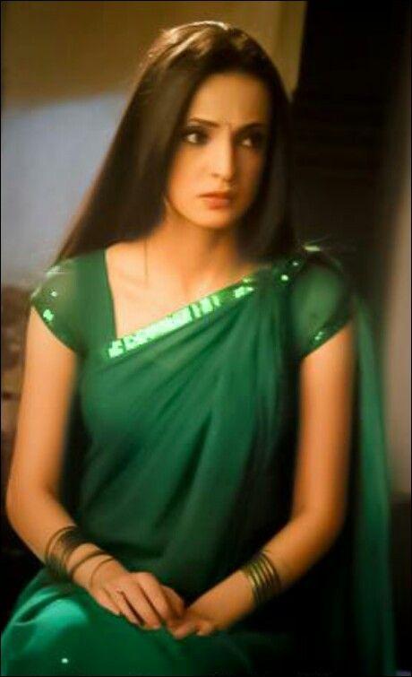 Sanaya Irani in green saree