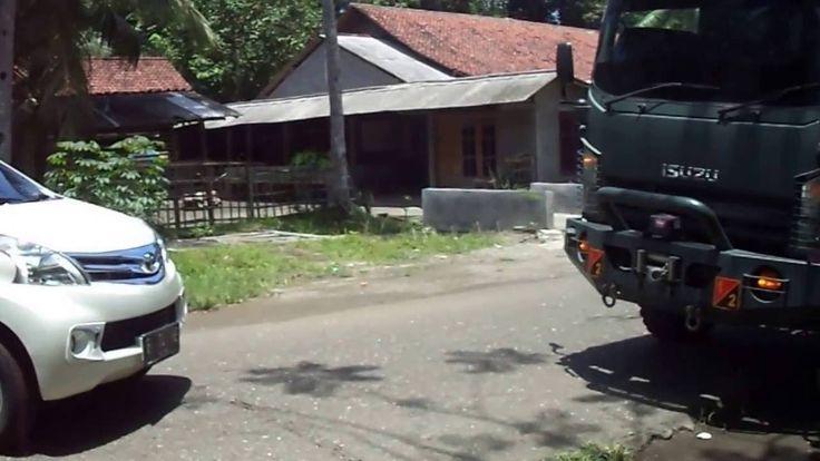 Toyota Avanza Dan Truck Isuzu NPS Di Ambal Kebumen