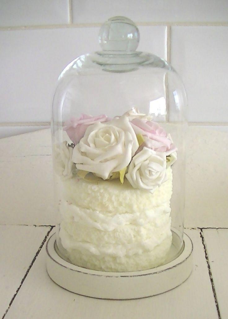 glazen stolpje met taartje   www.zeepwinkelbrocanteenroses.nl