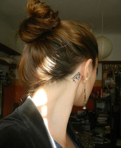 Cool Wolf Tattoo Idea Behind The Ear