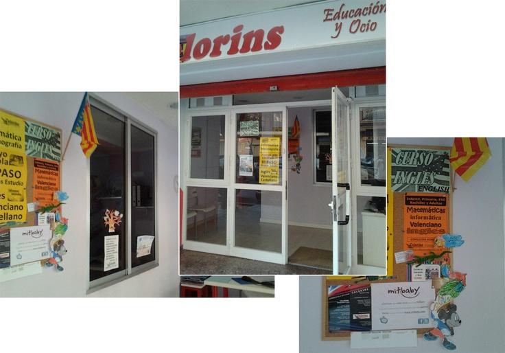 Nuestros amigos de Colorins nos envían las fotos del cartel de mitbaby en su centro de Valencia.  www.educacolorins.es.tl
