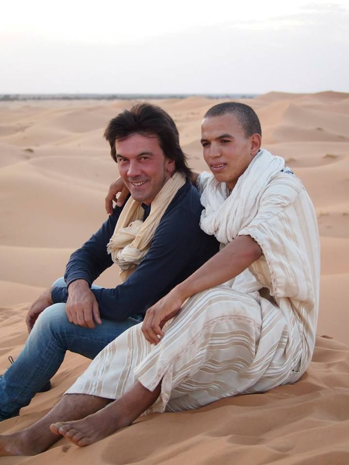 Me and a Friends. Mhammed thanks for the water. Sahara desert. Erg Chigaga.