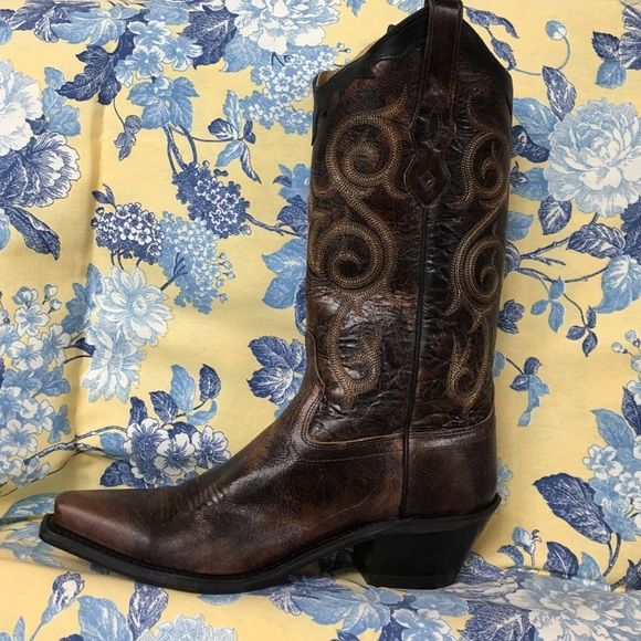 Beautiful Old West Boot This is a brown, cowboy boot. Old West Shoes Heeled Boots