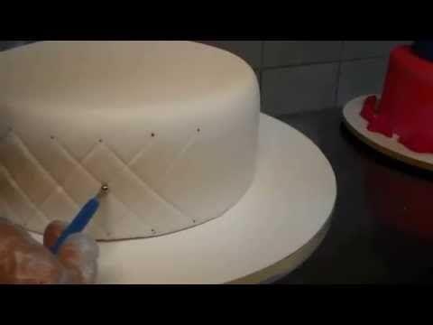 Tecnica Capitonê ou Matelassê bolo de pasta americana_Bellbolos - YouTube