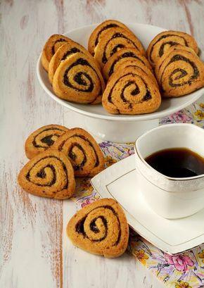Печенье с прослойкой из чернослива — просто чудесно. Чернослив придаёт не только яркий аромат, но и насыщенный вкус с легкой кислинкой этих сухофруктов.