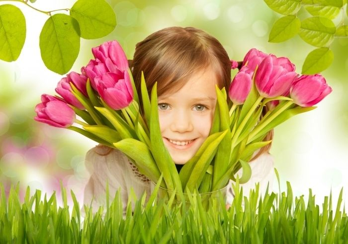 Девочка с тюльпанами   Girl with tulips