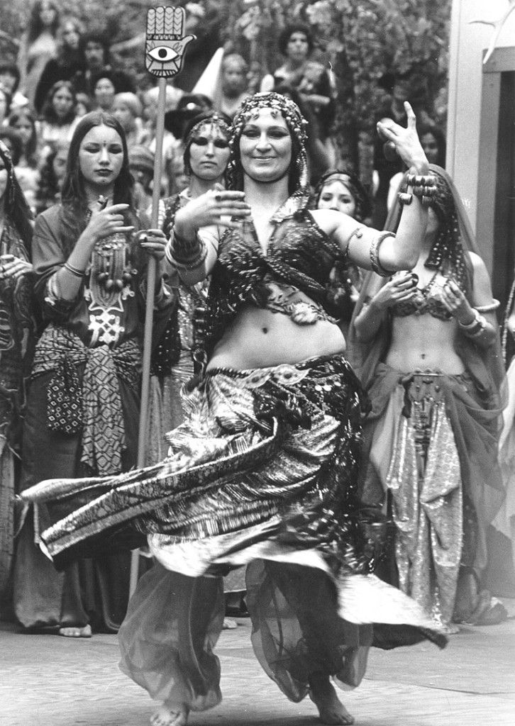 belly dance history Articles about the history of belly dancing and more the origins of belly dance -- very well researched, but a bit dry   history of.