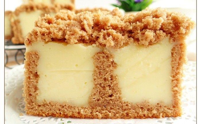 Jednoduchý koláč s vanilkovým pudinkem, který si oblíbíte. Připravený je velmi rychle a také rychle zmizí z plechu.