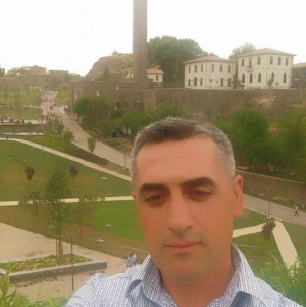 """AKP Lice İlçe Başkan yardımcısı Mercan'ı öldüren zanlı tutuklandı  """"AKP Lice İlçe Başkan yardımcısı Mercan'ı öldüren zanlı tutuklandı"""" http://fmedya.com/akp-lice-ilce-baskan-yardimcisi-mercani-olduren-zanli-tutuklandi-h51779.html"""