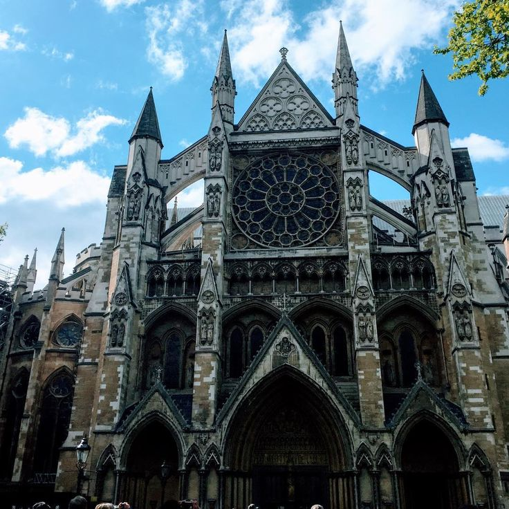"""""""When a man is tired of London, he is tired of life; for there is in London all that life can afford."""" #london #westminsterabbey #samueljohnsonquotes #neverleaving #travel #england http://tipsrazzi.com/ipost/1508713608141128332/?code=BTwBwh5DMKM"""