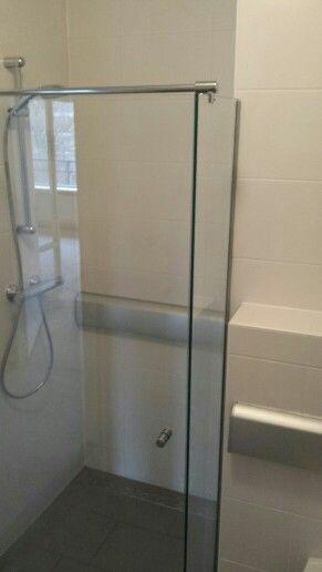 In een zorg woning in Vlaardingen deze douchecabine type D geplaatst